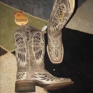Corral boots, size 6. NEVER WORN